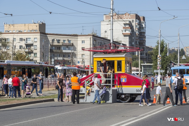 Этот «малыш» тащит трамваи по 18 тонн