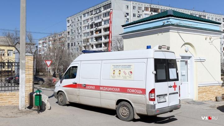 «Скорая не успела его откачать»: в Волгограде на пороге химчистки умер мужчина