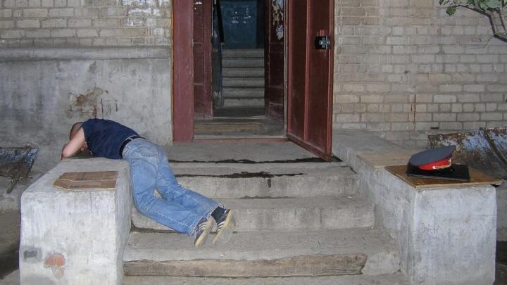 Шесть лет за 1500 бутылок: под Волгоградом двое приятелей перепродавали контрафактный алкоголь