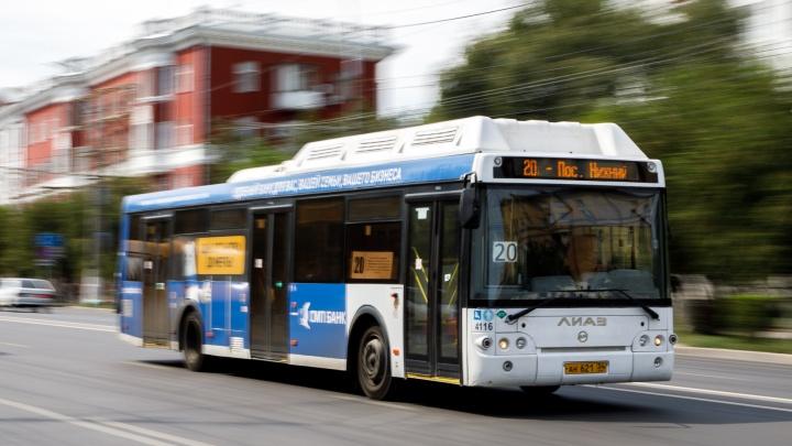 «Вам надо, вы и открывайте»: волгоградцев закоптили в душном автобусе без кондиционера