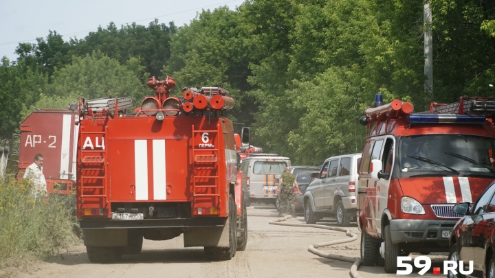 «Опасности нет». Спасатели рассматривают две возможные причины пожара на заводе «Нефтехимик»