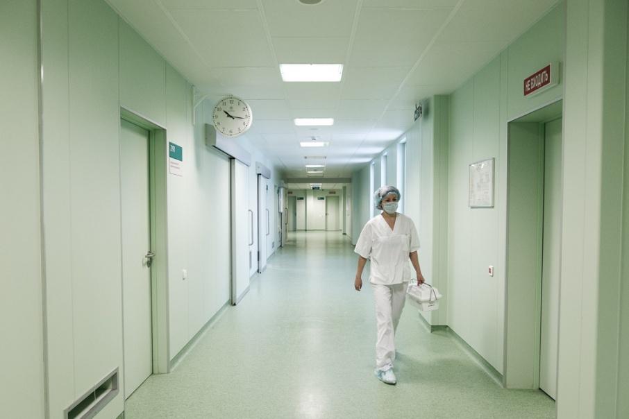 После проверки судебные приставы обязали больницу обеспечить каждого пациента бесплатными бахилами