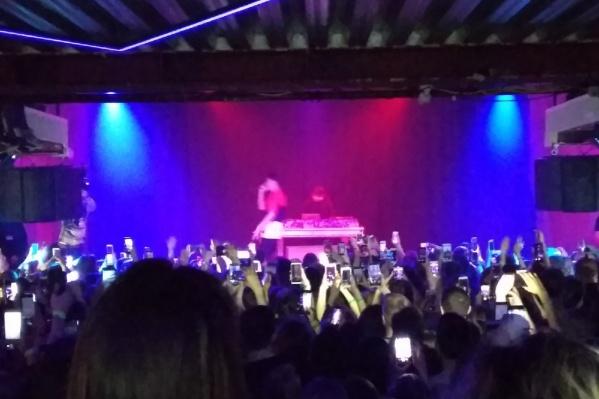 На концерте собралось более тысячи человек