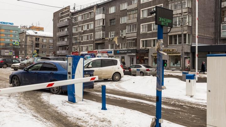Всё через шлагбаум: НГС устроил тест-драйв платных парковок Новосибирска