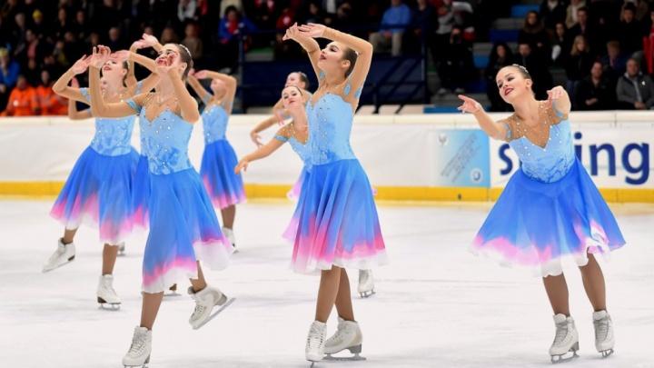 Оставили конкуренток далеко позади: синхронные фигуристки из Екатеринбурга взяли золото турнира в Италии