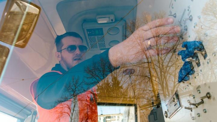 «Чем спокойнее говоришь с пассажирами, тем они лояльнее»: вагоновожатый рассказал о своей работе