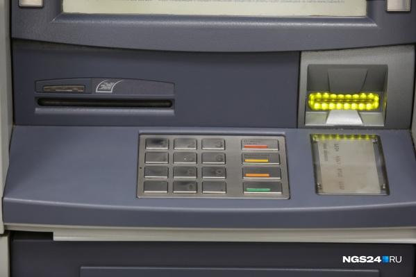 Мужчины внесли в банкомат поддельные купюры