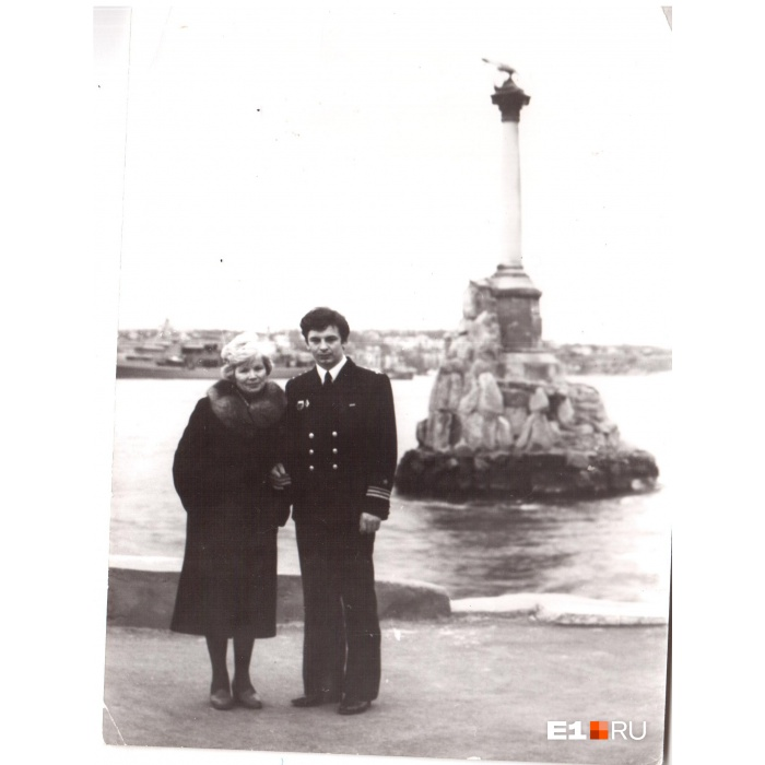 Виктор Курочкин со своей мамой незадолго до рокового поÑода на АПЛ К-429