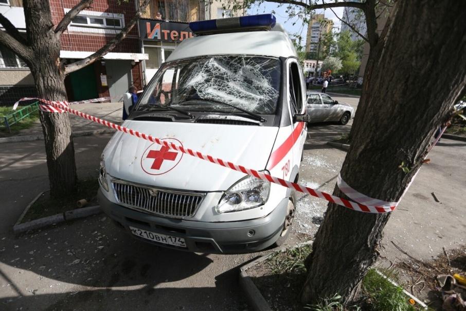На машине, приехавшей на вызов к буйному пациенту, не осталось живого места
