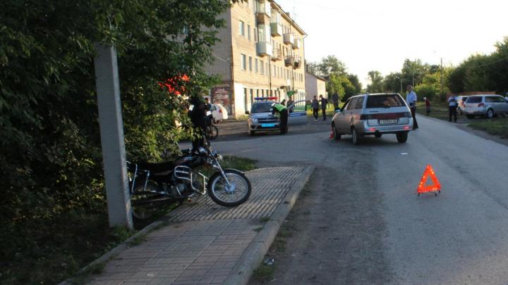 В Новосибирской области подросток на мопеде столкнулся с«Ладой»— ребёнок умер в больнице