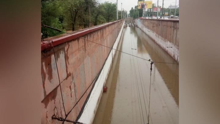 Волгоградский потоп с головой накрыл трамвайные и железнодорожные пути