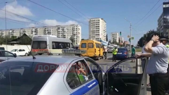 «Поругалась с водителем и выбежала из маршрутки»: в Уфе под колеса машины попала женщина