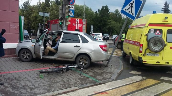 «Проехал на жёлтый». В ГИБДД назвали причины аварии у здания пермской мэрии
