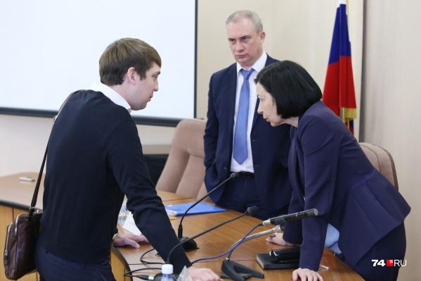 «Где вы убираете?» — спросила у представителя «Южуралмоста» Наталья Котова, недовольная тем, как чистят дороги в Челябинске