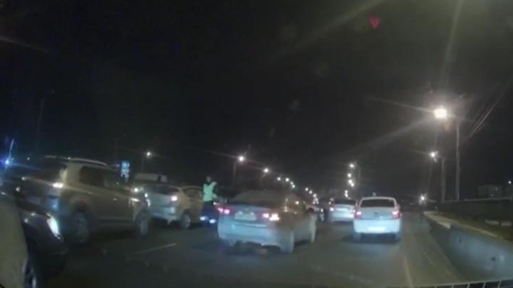 В Челябинске на мосту возле вокзала столкнулись пять автомобилей