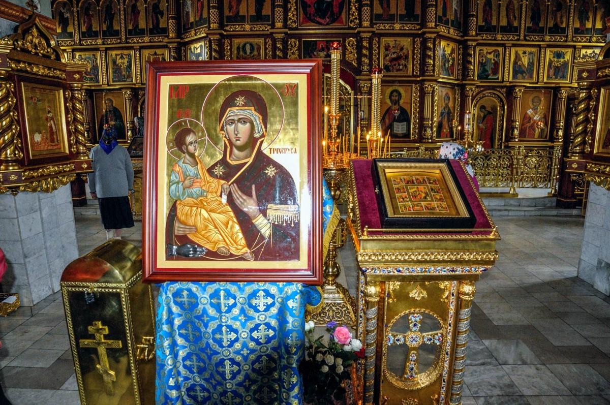 Икона икона Божией Матери Троеручицы