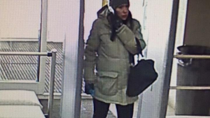 Женщину, которую заподозрили в краже у хоккейной команды в Верхней Пышме, поймали студенты УрФУ