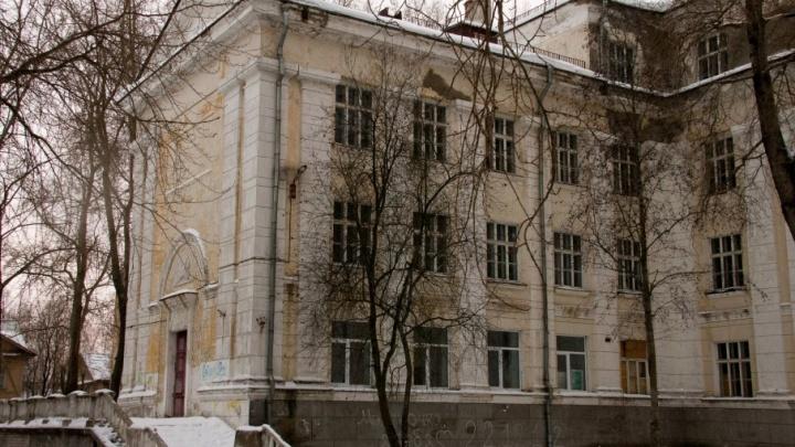 СК возбудил уголовное дело после смерти северодвинки у дверей городской больницы