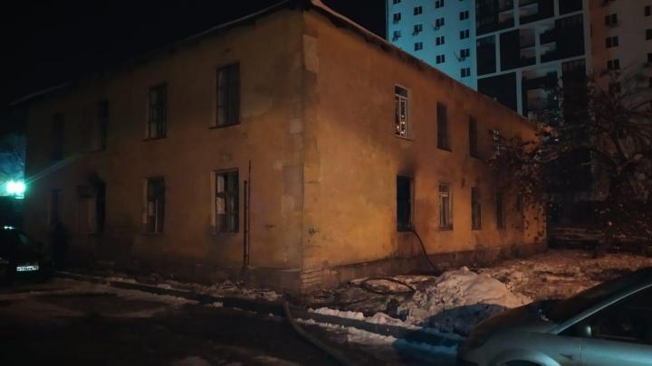 При пожаре в жилом доме в Уфе мужчина получил ожог дыхательных путей
