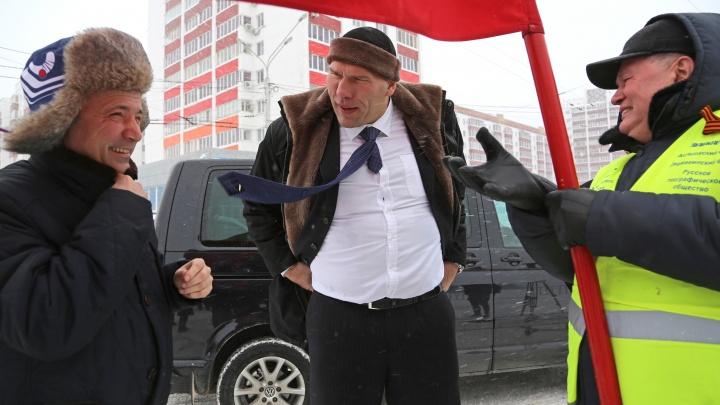 В Уфу на открытие первенства России по хоккею с мячом приехал Николай Валуев
