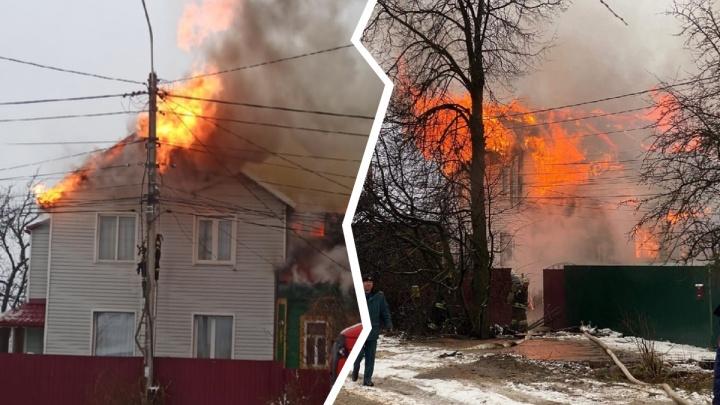 «Полыхает жесть»: в Переславле горит жилой дом