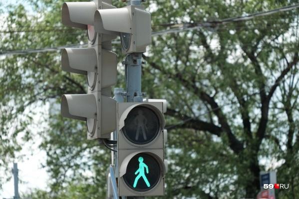 Светофоры оборудуют устройствами звукового сопровождения — для удобства слабовидящих пешеходов