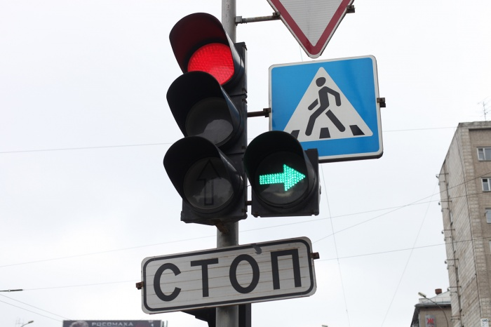 Вместо двухфазного светофора наперекрестке проспекта Ленина и улицы Волгоградской заработает 4-фазный светофор