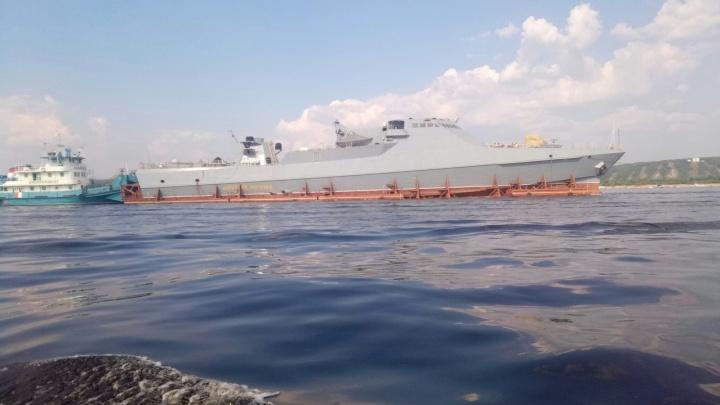 «Реальная мощь»: жителей Самары напугал военный корабль на Волге