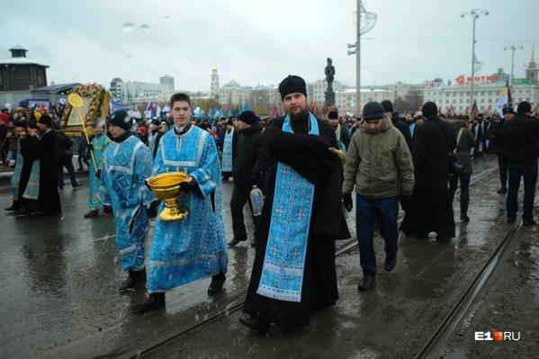 Во время крестного хода пронесут мощи князя Александра Невского, великомученицы Екатерины и праведного воина Феодора Ушакова