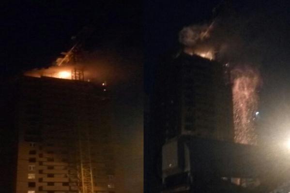 Пожар начался поздно ночью. Потушить его удалось лишь к утру