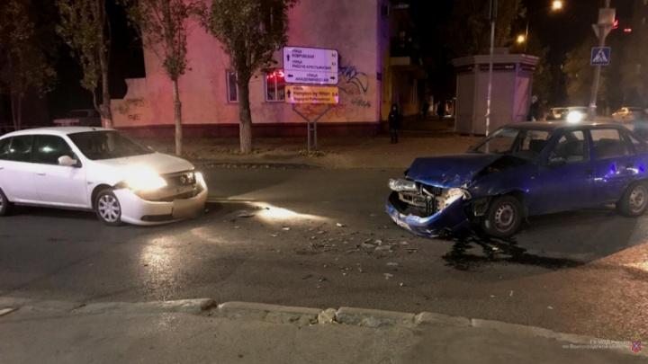Не пропустила: молодая женщина на иномарке собрала тройную аварию в Волгограде