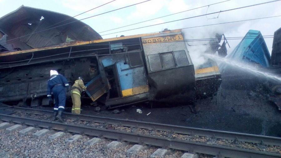 Размещено фото последствий столкновения поезда итрактора вНовосибирской области