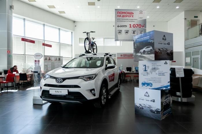 На популярнейший кроссовер Toyota RAV4 дилеры дают скидку до 150 тысяч рублей