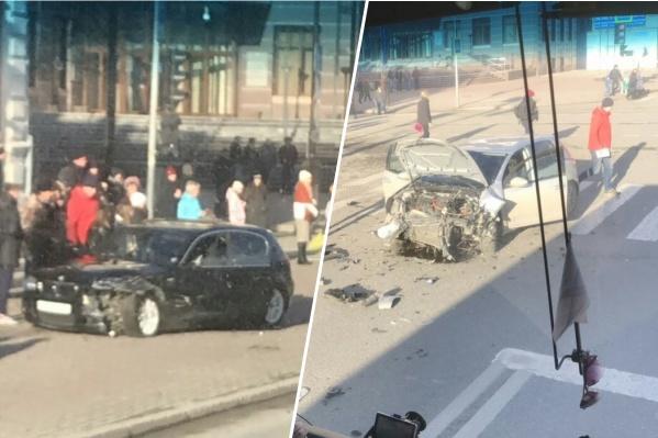 BMW заделVolkswagen и вылетел на тротуар