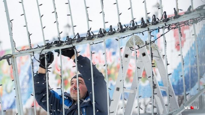 «Самовары» и «сапоги»: мэрия Волгограда закупает за 845 тысяч одноразовые световые игрушки для ёлки