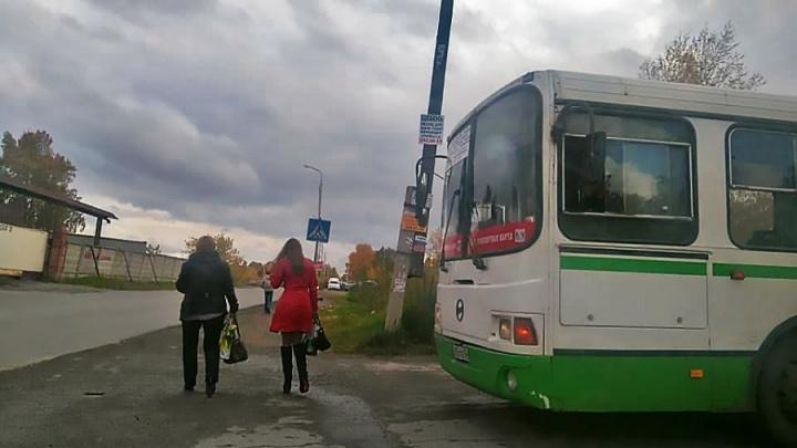 Оскорблял кондуктора и ел шаурму: перевозчик объяснил, почему из автобуса высадили ребёнка без денег