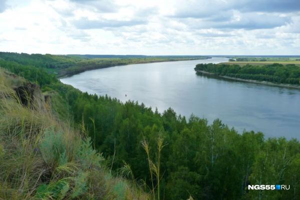 Вид на Иртыш —левый берег выше из-за изгиба реки