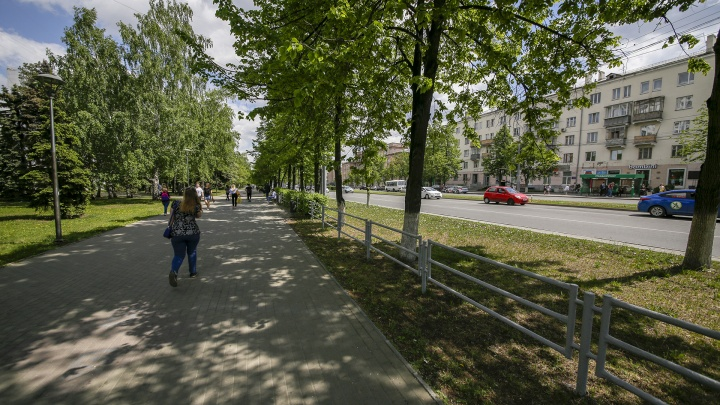 Как «завещали» Варламов с урбанистом: с центральной улицы Челябинска уберут заборы