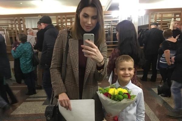 Олеся Плотникова пришла на концерт Гарика Сукачёва вместе с шестилетним сыном Егором