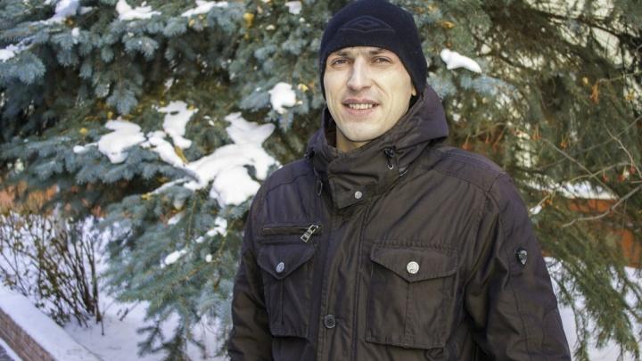 «На ходу понял, что бегу в домашних тапочках»:тюменец спас трёх малышей из горящего дома