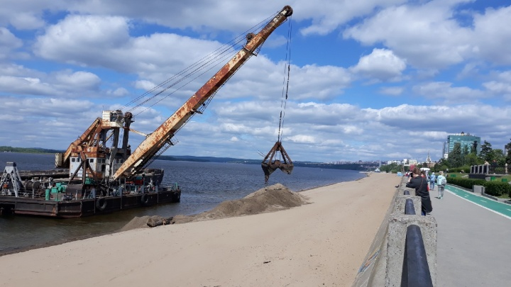 На самарские пляжи завезли песок