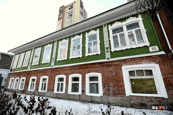 Волонтёры подарили 130-летнему двухэтажному дому на улице Вайнера вторую жизнь