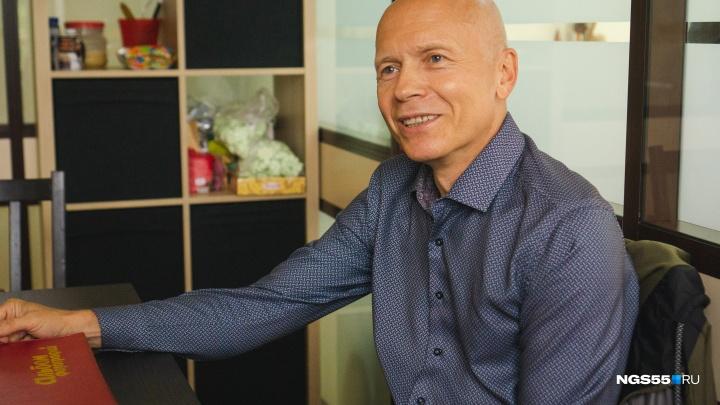 Омич, оставивший 35 лет назад романтическое послание в Крыму, рассказал свою историю любви