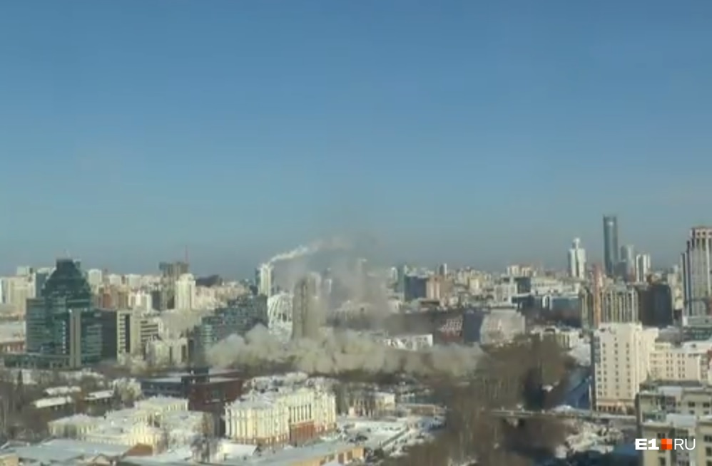 Пара секунд и у Екатеринбурга больше нет телебашни