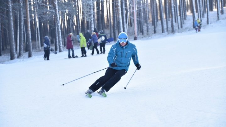 «Виноват тот, кто ехал выше»: как кататься на лыжах и сноуборде, чтобы никого не покалечить