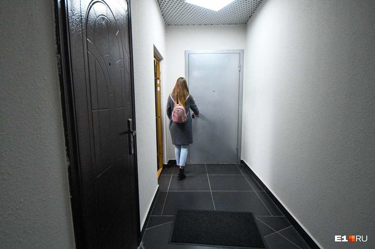 Вход в пентхаус есть на каждом из трех этажей, что он занимает. Подъезд вполне обычный