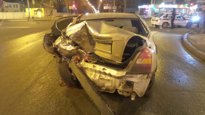 В Екатеринбурге пьяный водитель микроавтобуса протаранил иномарку, в которой был ребенок