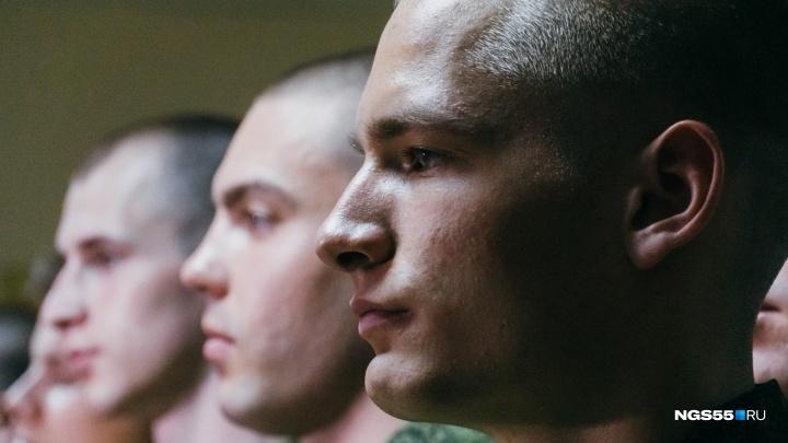 О дедовщине, питании и телефонах: дембеля о службе в современной армии