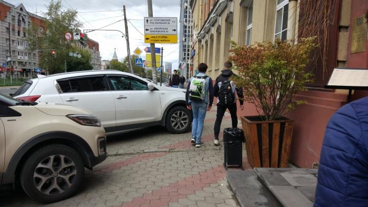 Короли парковки. «Инвалид от бога» и BMW на пешеходном переходе