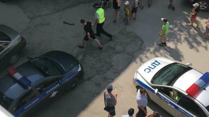 Летал по кварталам: в Сибае водитель за рулем Tiguan пытался скрыться от ГИБДД во дворах жилых домов